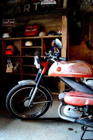 Location scooters motos dep t vente 2 roues ancien et for Location garage moto