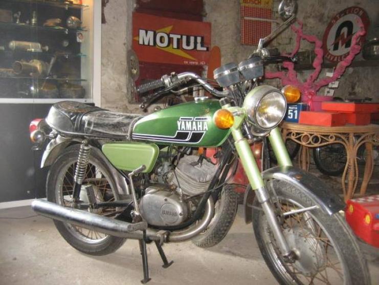 Moto yamaha 125 rs 1976 vintage dep t vente 2 roues for Location garage moto